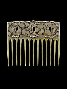 Vever | Art Nouveau Horn and Seed Pearl Hair Comb. France - c.1900.