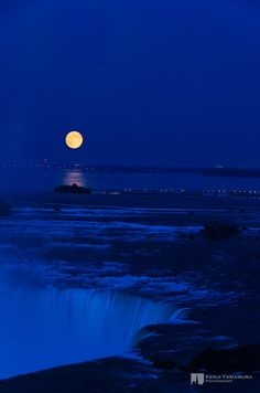 Full Moon, Niagara Falls, Canada. Photo by Kenji Yamamura.