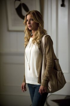 I'm addicted to Revenge and I love her outfit here
