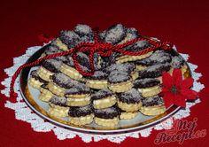 Jednoduché pudinkové slzičky, které slepíte mandlovým krémem dia. Ozdobíme podle vlastní fantazie, například čokoládou a mletými mandlemi. Autor: Sladkosti Mini Cheesecakes, Dessert Recipes, Desserts, Christmas Cookies, Waffles, Sweet Tooth, Food And Drink, Pie, Breakfast