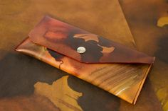 Monedero de piel marrón de lujo