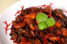 Bietole rosse con patate, al sugo di pomodoro. Cottura orientale, sapori mediterranei