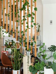This cool loft apartment will make you want to fill your home with plants Modern Stairs Apartment Cool fill home Loft Plants Loft Railing, Stair Railing, Railing Ideas, Railings, Apartment Plants, Apartment Design, Deco Restaurant, Outdoor Stairs, Stair Decor