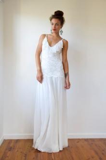 Pretty Sleeveless Dropped Waist V-neck Spring Wedding Dress