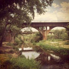Ponts del ferrocarril i la carretera sobre el riu #Anoia a #Gelida #Penedes @flashgelida #donalacarapelriu