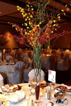 Loving the branches for fall    Source: uniquefloralexpressions.com)
