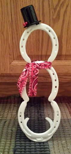 Horseshoe Snowman by LuckyIronWorks on Etsy (Rabbit Houses Winter) Welding Crafts, Welding Projects, Metal Crafts, Diy And Crafts, Welding Art, Blacksmith Projects, Welding Tools, Woodworking Projects, Welding Ideas