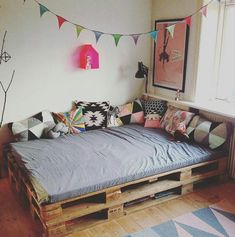 Pallet bed with storage, how to make a pallet bed step by step, how . - Pallet bed with storage, how to design a pallet bed step by step, how to design a queen size pallet - Pallet Daybed, Pallet Furniture, Wooden Pallet Beds, Diy Pallet Bed, Furniture Design, Diy Bed, Home And Deco, New Room, Room Inspiration