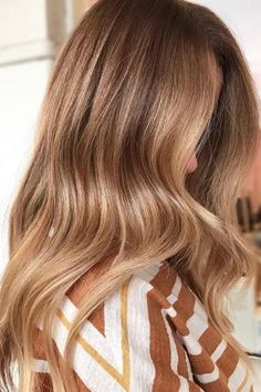 Trendy Hair Color & Balayage : golden honey hair color so gorgeous! Fall Blonde Hair Color, Honey Blonde Hair, Fall Hair Colors, Hair Color Balayage, Purple Hair, Bronde Haircolor, Trendy Hair Colors, Brunette Hair, Honey Colored Hair