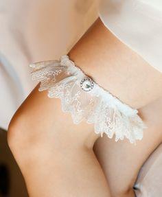 Wedding Garter, Ivory Lace with Large Diamond