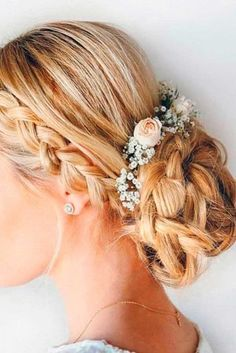 You need to be prepared for your special prom night. Let us pick you the most flattering prom hair styles. Romantic Wedding Hair, Wedding Hair And Makeup, Trendy Wedding, Luxury Wedding, Boho Wedding, Hair Makeup, Bridesmaid Hair, Prom Hair, Medium Hair Styles