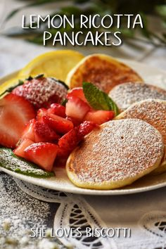 How can anyone resist the combination of lemon and ricotta in the form of a pancake, topped with macerated strawberries? Best Breakfast Recipes, Brunch Recipes, Citrus Recipes, Sweets Recipes, Fall Recipes, Breakfast Ideas, Desserts, Snacks To Make, Healthy Snacks