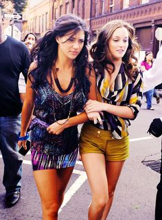 Jessica and Leighton (I want those mustard shorts!)