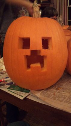 Minecraft Creeper Pumpkin by Darkksaber on DeviantArt - Real Time - Diet, Exercise, Fitness, Finance You for Healthy articles ideas Printable Pumpkin Stencils, Pumpkin Template, Pumpkin Carving Templates, Pumkin Carving, Amazing Pumpkin Carving, Carving Pumpkins, Halloween Pumpkins, Halloween Crafts, Minecraft Halloween Costume