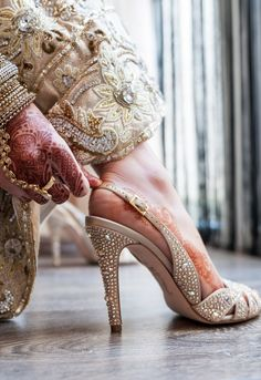 Trendy High Heels For Ladies : The rhinestones add a rich look on the gold and beige color bridal heels. Mehendi, Bridal Mehndi, Pakistani Bridal, Wedding Accessories, Fashion Accessories, Bollywood, Shoe Boots, Shoes Heels, Estilo Real