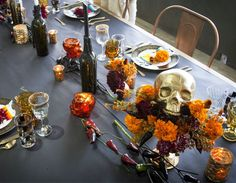 Tag der Toten Dinner Party - Inspiriert von ThisInspired By This , Chic Halloween, Disney Halloween Costumes, Halloween Dinner, Halloween Food For Party, Halloween Birthday, Diy Halloween Decorations, Birthday Party Decorations, Skeleton Costumes, 90s Costume