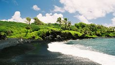 Best Beaches on Earth: Black Sand Beach, Waianapanapa State Park, Maui Can't wait to see it in person! Maui Travel, Maui Vacation, Vacation Destinations, Dream Vacations, Vacation Spots, Vacation Planner, Maui Black Sand Beach, Earth Photos, Maui Hawaii