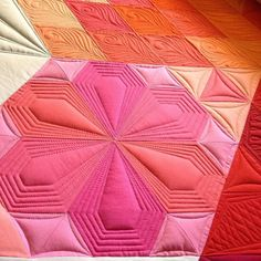 Quilting by Kathleen Quilts: Cheryl's Gravity Quilt. Pattern by Jaybird Quilts. Quilting Rulers, Longarm Quilting, Free Motion Quilting, Hexagon Quilting, Quilting Stencils, Machine Quilting Patterns, Quilt Patterns, Quilting Ideas, Jaybird Quilts