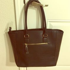 Aldo Black Tote *Sale*Good quality NWOT. Front pocket and zipper pocket in back of purse. ALDO Bags Totes
