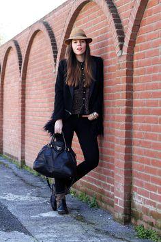 #fashion #fashionista Irene cappotto pelliccia camicia leopardata borsalino pantaloni neri biker boots borsa prada look outfit fashion blogger