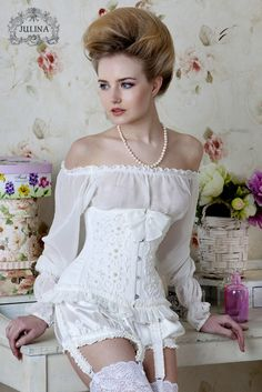 White corset with feminine details♡♡♡♡♡
