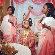 Traditional Somalia bride and bridesmaids African Attire, African Dress, African Beauty, African Fashion, Black Is Beautiful, Beautiful People, Somali Wedding, Muslimah Wedding Dress, African Traditional Wedding