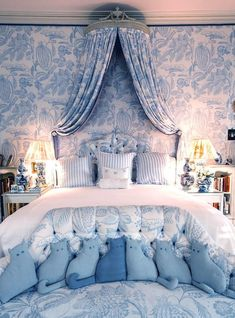 Mario Buatta Blue and White bedroom manuel canovas fabric Blue Bedroom Decor, Bedroom Ideas, French Country Bedrooms, Blue Rooms, Luxury Interior Design, White Decor, Beautiful Bedrooms, Luxury Bedding, Home Fashion