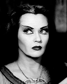 Yvonne De Carlo as Lily Munster Munsters Tv Show, The Munsters, Los Addams, Tv Movie, Lily Munster, Divas, Yvonne De Carlo, Vintage Horror, Vintage Tv