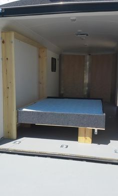 Trailer Twin Hideaway Beds