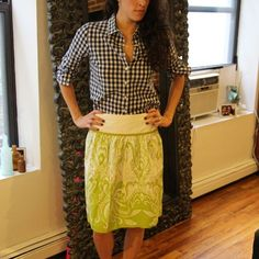 """J.Crew Green floral pattern knee length skirt I absolutely love this skirt! Bright moss green amazing print. Side zipper, yoke and fabulous fit. 30"""" waist, 24"""" length. Printed by a very famous, high end printing house, Rati. Very small run item. Only a few out there. No trades, no PayPal. 10% off bundles. J. Crew Skirts Midi"""