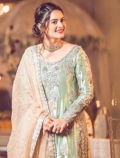 Minal Khan stunning look in wedding dresses from her drama serial Jalan. For more Visit Showbiz Hut.