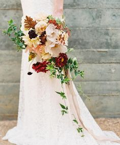 Thanks @oncewed for loving on my fall bouquet today! Photography by @heatherhawkins by bowsandarrowsflowers