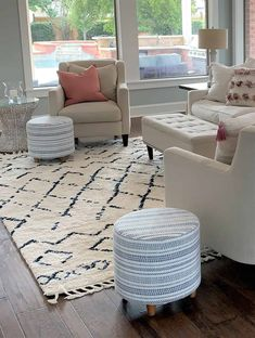 Try these easy, simple, & budget friendly autumn decorating tips and ideas. 5 S. Try these easy, s Shabby Chic Furniture, Home Furniture, Furniture Design, Living Room Designs, Living Room Decor, Decor Room, Bedroom Decor, Wall Decor, Autumn Decorating