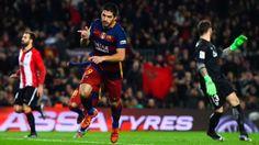 Luis Suárez recibe el Trofeo EFE al mejor jugador latinoamericano del 2015