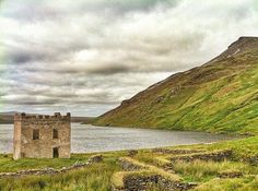 This is Loch Altan Tower in Donegal. This is located in the Derryveagh mountains and was photographed by @lucadatt