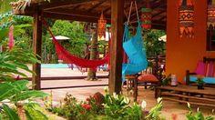 A Pousada Casa Zazá está situada em Itacaré, na Bahia. Próxima a Praias da Conchas e a rua da Pituba a pousada oferece café da manhã e Wi-Fi gratuitos na diária. Todos a suités são climatizadas e possuem varanda, televisão, frigobar a banheiro. A recepção funciona 24 horas.
