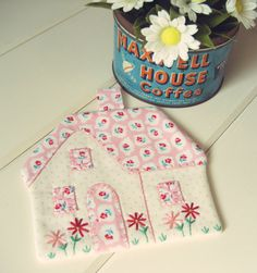 recreate a sweet cottage pot holder by vintagegreyhandmade on Etsy
