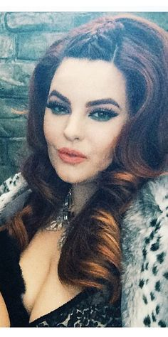 Tess Munster: braid on top and loose curls. Gorge!!
