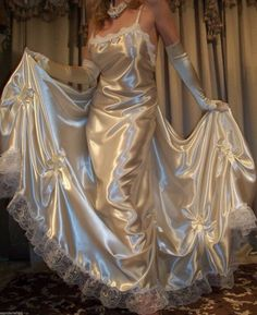 Silk sheets it is nice to pamper oneself just a little. One way to do that is give yourself a good night's sleep on silk sheets. Jolie Lingerie, Satin Lingerie, Pretty Lingerie, Beautiful Lingerie, You're Beautiful, Satin Nightie, Satin Gown, Satin Dresses, Silk Satin