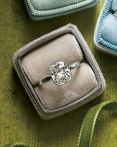 if i ever get engaged *sigh*, i would love nothing more than a vintage ring.
