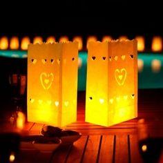 Quieres sorprender en una barbacoa, una boda o sencillamente una fiesta al aire libre? Sorprenderás a todo el mundo con estos farolillos decorativos!  Los puedes encontrar aquí: http://www.regatron.es/regalos-originales/entretenimiento/faroles-decorativos.html