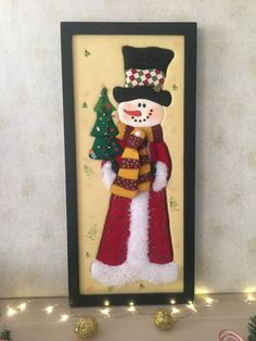 Christmas 2019 : Felt Christmas decorations on wooden frames Felt Christmas Decorations, Christmas Ornaments To Make, Noel Christmas, Felt Ornaments, Christmas 2019, Christmas Stockings, Holiday Decor, Snowman Crafts, Elegant Christmas