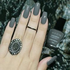 Stunning Dark Grey Nail Designs The post Stunning Dark Grey Nail Designs appeared first on nageldesign. Green Nail Polish, Nail Polish Colors, Gray Nails, Pink Nails, Classy Nails, Trendy Nails, Perfect Nails, Gorgeous Nails, Beauty Nail