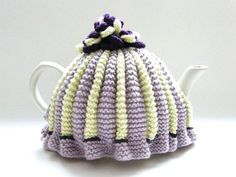 Make a traditional pleated tea cosy with this free knitting pattern. This Tea cosy free knitting pattern will introduce you to the knitting basics and more! Free Knitting Patterns For Women, Beginner Knitting Patterns, Knitting Basics, Knitting Blogs, Knitting Kits, Knitting For Beginners, Double Knitting, Loom Knitting, Knitting Stitches