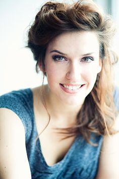 Renee van Wegberg is a dutch musical actress who's brilliant. She followed her dreams and played the role she wanted most: Elphaba in Wicked