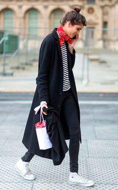 Street style look com bandana e listras