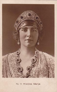Maria of Romania, Queen consort of King Alexander I, wearing the Emerald Kokoshnik Tiara, Yugoslavia c. Royal Crowns, Royal Tiaras, Tiaras And Crowns, Romanian Royal Family, King Alexander, Photo Portrait, Casa Real, Royal Jewelry, Royal House