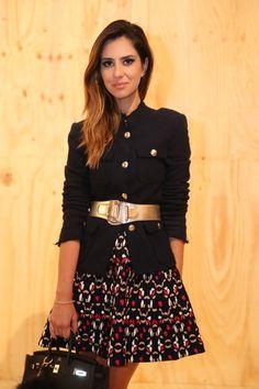 Nicole Pinheiro veste: casaco Zara, saia Gig e cinto Gucci