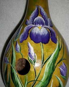 Hand Painted Gourds, Decorative Gourds, Diy Crafts For Gifts, Diy Arts And Crafts, Chicken Crafts, Gourds Birdhouse, Bird Houses Painted, Pumpkin Art, Iris