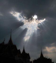 AMAZING!   God In The Clouds | behind this angel in the clouds photograph really is a sign from God ...